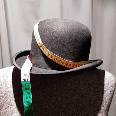 l'artisan chapelier réalise votre chapeau sur mesure