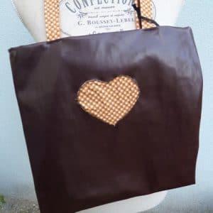 sac fait main marron décor cœur disponible dans boutique Val-de-Marne 94